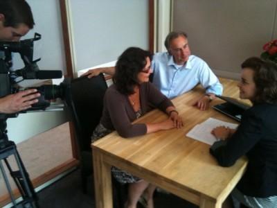 SBS Shownieuws filmt Vivian ter Huurne, René Hoksbergen en Jannetta Dorsman over Twedding